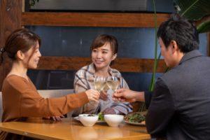 ①同じワインをよりおいしく飲むことができる