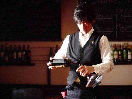 ②ワインをデキャンタへ移し替える