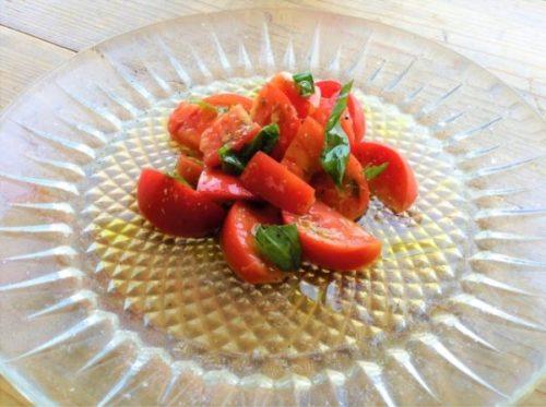 食べ方⑤トマトマリネの仕上げに振る