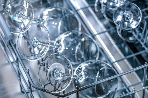 ソムリエが実践しているワイングラスの洗い方