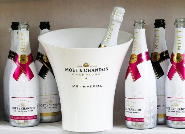 ①辛口のシャンパン・スパークリングワイン