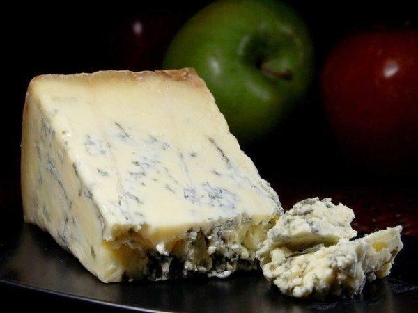 ②青カビタイプのチーズ